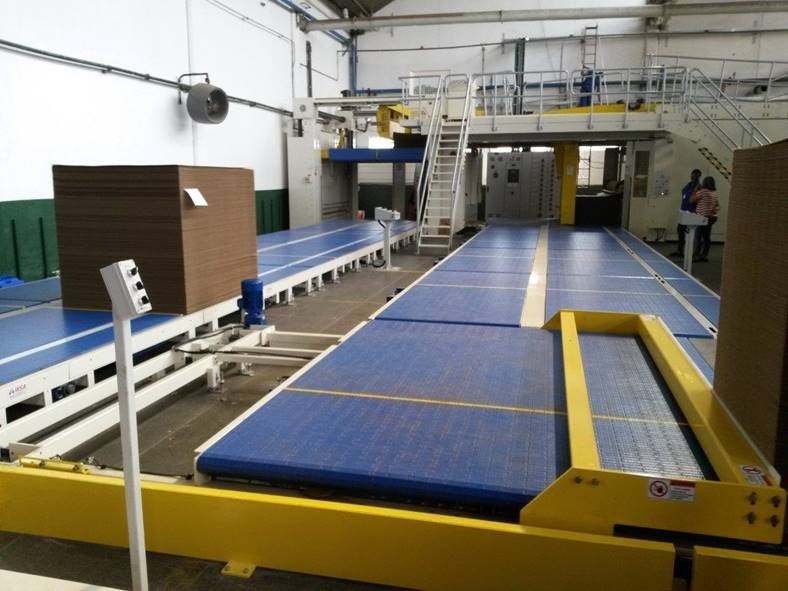 WSA Plastic Belt Corrugator Take-off Conveyor with Pallet Sweep